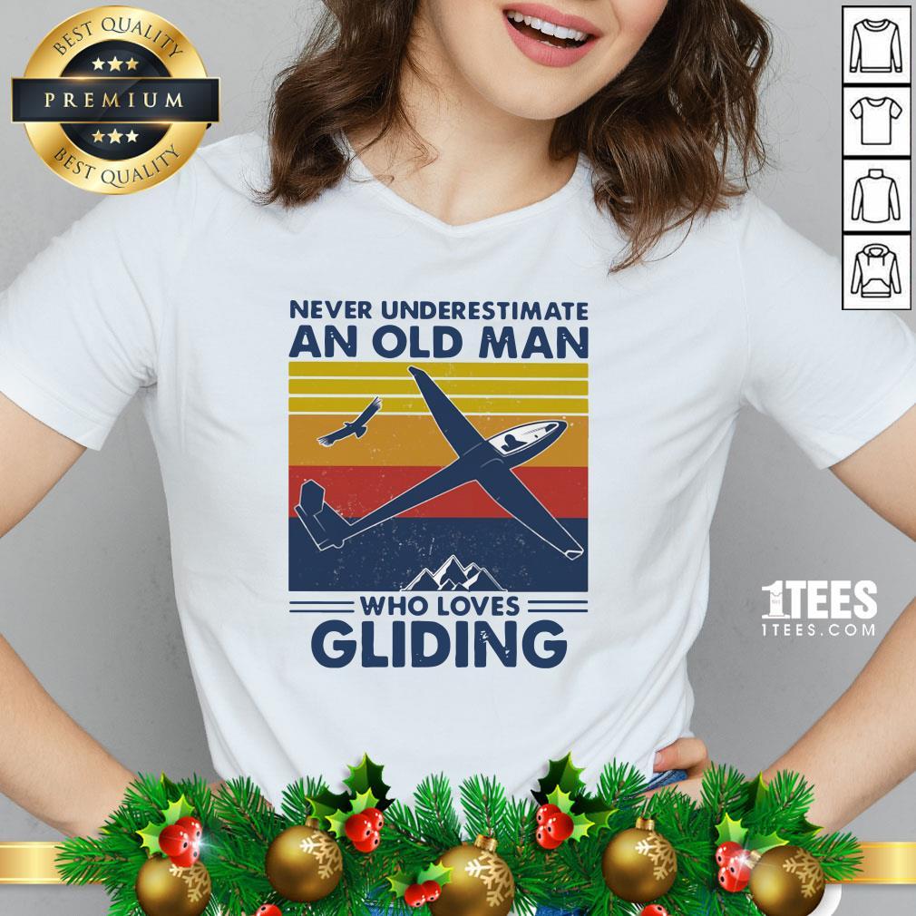 Top Never Underestimate An Old Man Who Loves Gliding Vintage V-neck - Design By 1tee.com