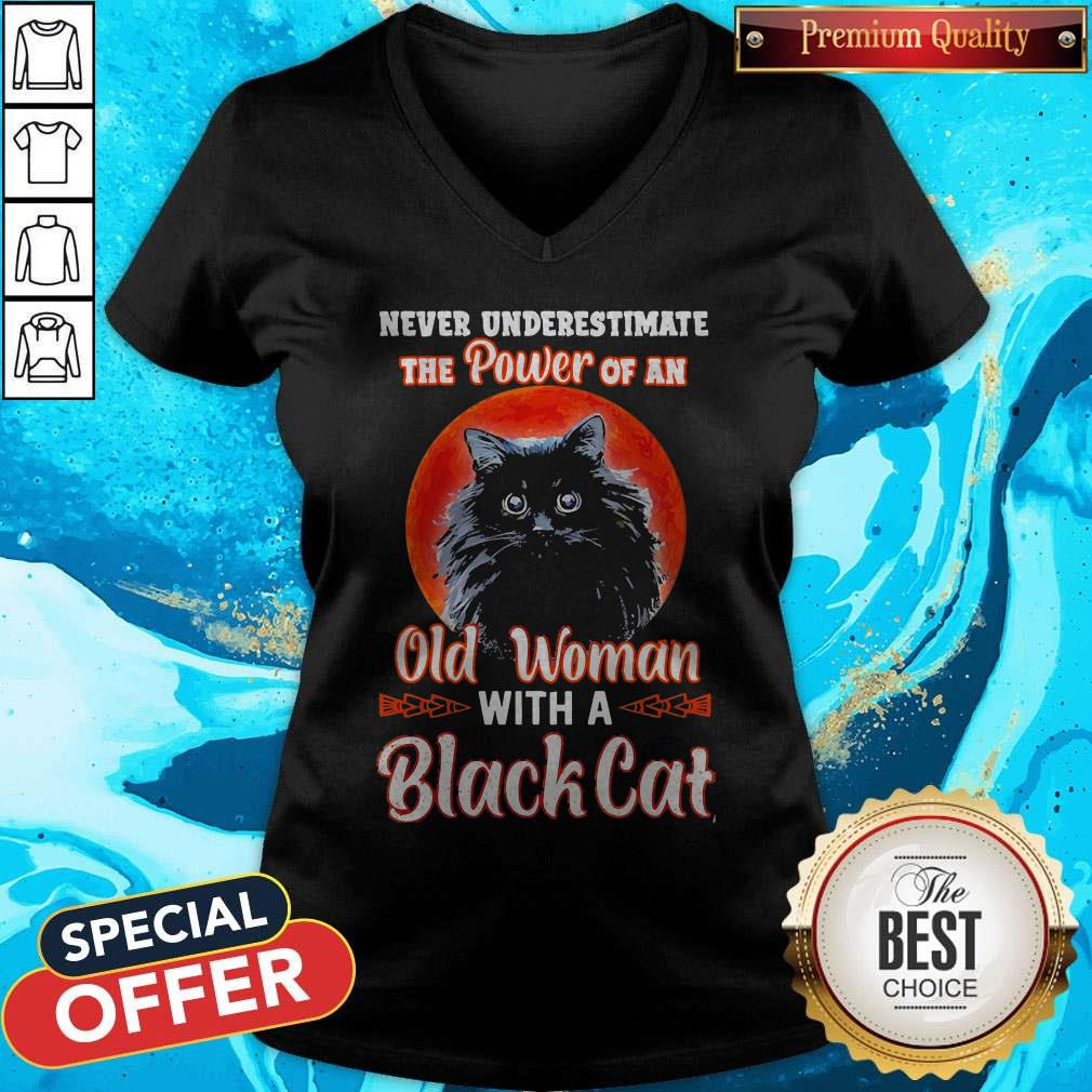 Never Underestimate The Power Of An Old Woman With A Black Cat V-neck