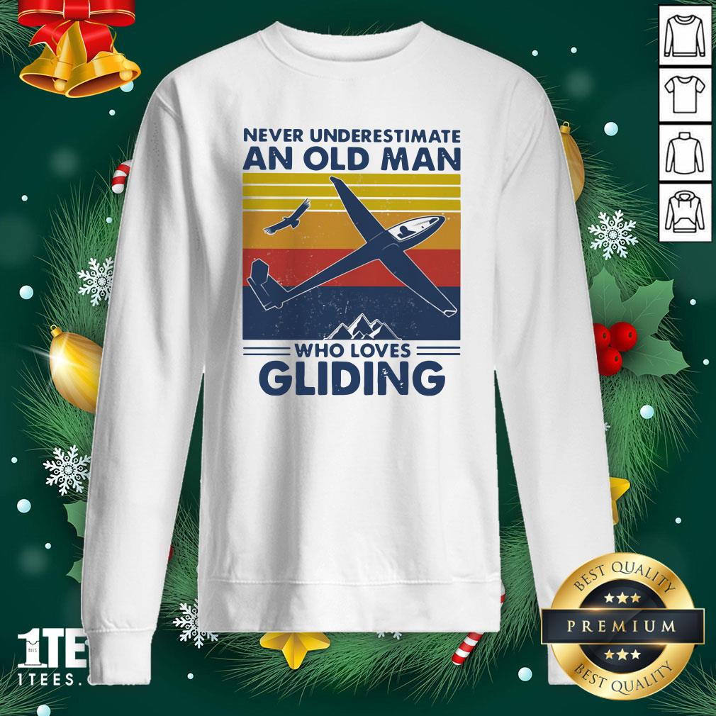 Top Never Underestimate An Old Man Who Loves Gliding Vintage Sweatshirt - Design By 1tee.com