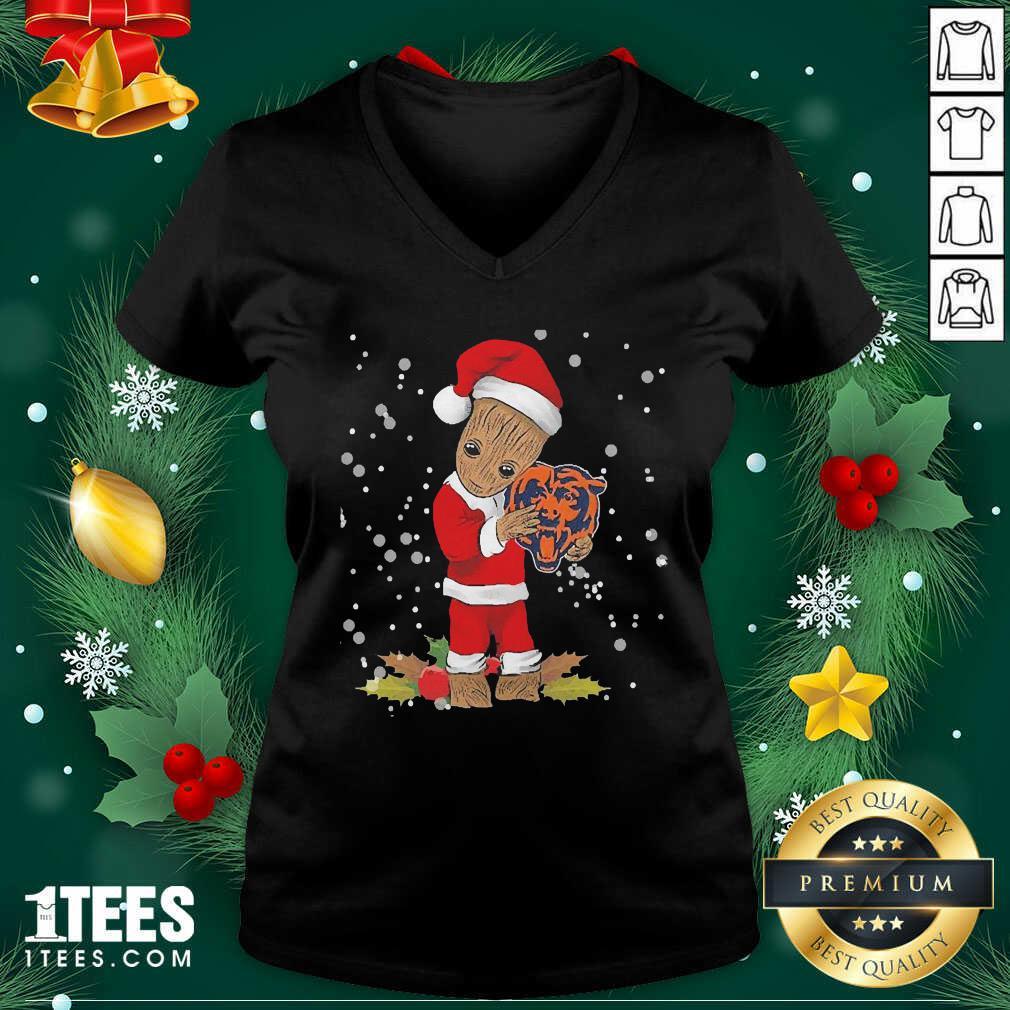 Santa Baby Groot Hug Chicago Bears Christmas V-neck- Design By 1Tees.com