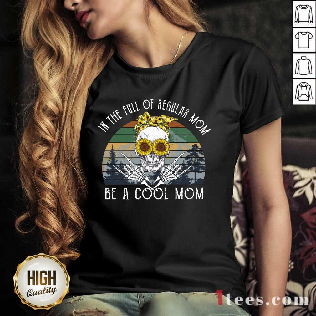 Awesome Skull Mom In The Full Of Regular Mom Be A Cool Mom Vintage V-neck